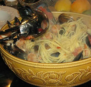 {Recipe} Italian-American Christmas Eve: Mom a la Mode's Zuppa di Pesce